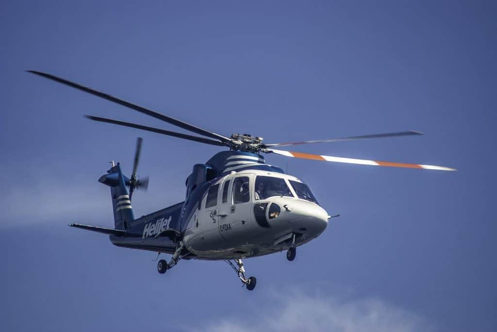 hélicoptère en plein vol